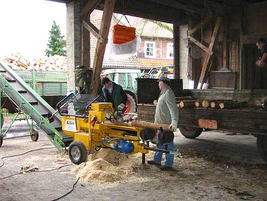 Fabelhaft Unsere Miet-Geräte im Einsatz: Holzspalter (groß, mit Kettensäge &HX_06